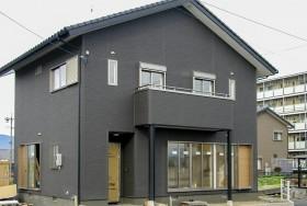 黒い梁の家